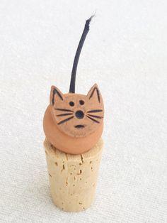 Clay Cat Handmade Wine Cork -  Cat Lover Gift - Cat Gifts Christmas, Birthday - Cat Wine Stopper - Ceramic Terra Cotta Cat - Wine Lover Gift