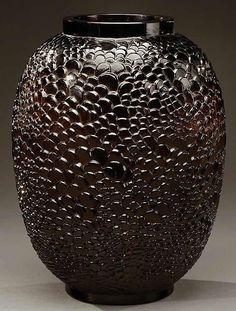 1080 R. Lalique Ecailles Vase