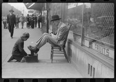 """April """"Shoeshine, Street, Chicago's main Negro business street."""" negative by Edwin Rosskam for the Resettlement Administration. Great Depression Photos, Old Photos, Vintage Photos, Thing 1, Portrait Images, Portraits, Daily Photo, High Resolution Photos, Black Belt"""