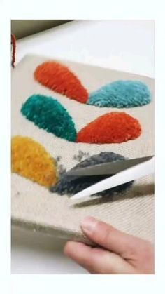 How to sculpt yarn after punching! Hand Embroidery Videos, Embroidery Art, Embroidery Designs, Punch Needle Kits, Punch Needle Patterns, Craft Punches, Tapestry Weaving, Punch Art, Rug Hooking