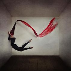 Surreal Photos Of Women In Graceful Balletic Poses - DesignTAXI.com