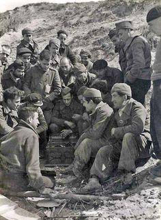 Soldados escuchando el Gramófono, Madrid - Portal Fuenterrebollo