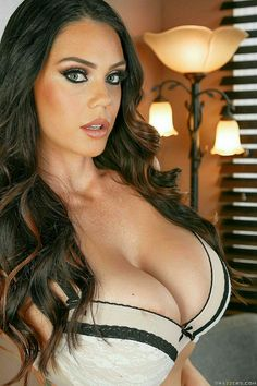 Beautiful busty women cleavage-tube porn video