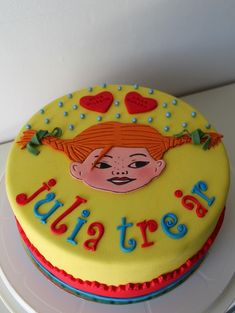 pippi långstrump kaka - Google Search Happy Birthday Kids, Pippi Longstocking, Frozen Cake, Cake Decorating Tools, Alice, No Bake Cake, Food And Drink, Birthdays, Birthday Cake