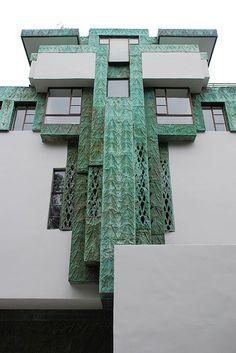 LLOYD WRIGHT'S 1928 SAMUEL NOVARRO HOUSE