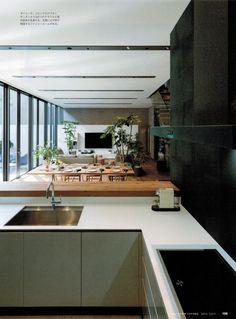 モダンリビング 227 モダンリビング 227号 もう設備とはいわせない!キッチンは「家具」特集記事(P100~P109)にて弊社事例が掲載されております。 掲載ページ 100~ DKの家具と調和、手元が一切見えない木のL字型カウンターキッチン グレーの壁と木の床で統一した広々としたLDKに、爽やかな白いキッチン。厚さ9cmのオークのカウンターが、床や室内の家具と溶け込みながら作業場の様子を緩やかに隠す。テラス、ダイニング、リビング、カウンター...。過ごす場をいくつも設けた空間が、家族と過ごす時間を多彩に彩る住まい。 設計 :森山善之+細川 潤 建築設計事務所バケラッタ 物件名:SEU house 所在地:東京都 家族構成:夫婦+子供1人+犬2匹 キッチン製作 : リネアタラーラ Photo : 下村康典