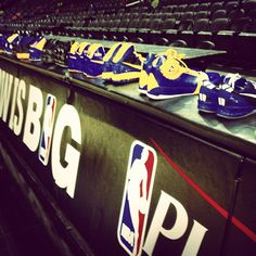 #Warriors shoes await their arrival at AT Center for todays practice. Video, photos & more coming up.