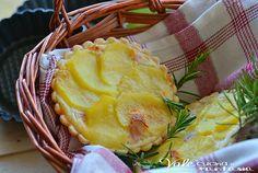 Tartellette salate di brisè con robiola prosciutto e patate