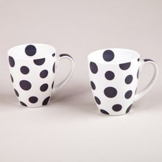 Spotted mugs, so cheerful!