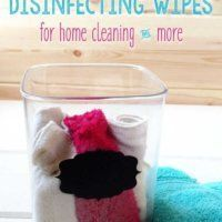 Disinfecting Wipes for Natural Home Cleaning Made the switch to nontoxic cleaning products and need a substitute for Lysol? Try these easy to make disinfecting wipes with natural cleaning power! Natural Cleaning Recipes, Homemade Cleaning Products, Deep Cleaning Tips, Natural Cleaning Products, Green Cleaning, Household Products, Diy Products, Household Tips, Homemade Disinfecting Wipes