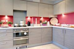 Tips para la decoración de cocinas modernas. Colores Ideales. Modern Kitchen Fixtures, Modern Kitchen Cabinets, Kitchen Layout, Kitchen Colors, Kitchen Lighting, Kitchen Decor, Kitchen Appliances, Kitchen Paint, Kitchen Ideas