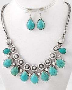 Antique Silver Turquoise Stone Necklace Set - $16.95