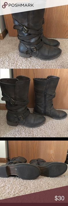 Vintage 'Jesslyn' mid leg boots! Beautiful chocolate brown boots w/ wrap around belt detail. Buckle is more of a rustic gold. EUC! Report Shoes Combat & Moto Boots