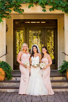 White + Peach // Photo By: http://beautifuldayphotography.com