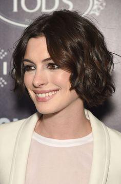 Anne Hathaway's textured short haircut