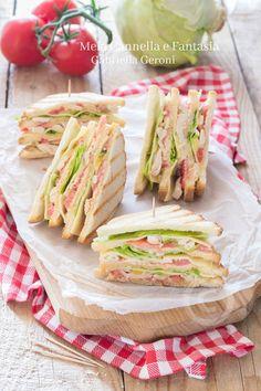 #CLUB #SANDWICH CON #POLLO, uno dei #panini più famosi così goloso che è impossibile resistere, perfetto anche per chi pranza fuori casa o per gite e picnic :) #recipe #ricette #tasty #yummy #food #blog
