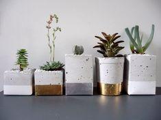 Glamorous Gold and Silver Leaf Planters Gardenista Macetas! Concrete Planters, Planter Pots, Succulent Planters, Diy Concrete, Diy Planters, Cement Pots, Ceramic Planters, Concrete Projects, Concrete Bench