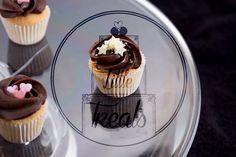 Cupcakes and tiny cupcakes #laraslittletreats #cupcakes #tinycupcakes