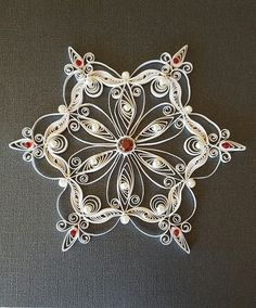 Stern, einfarbig, Pailletten, Fortgeschrittene Quilling could be the artwork of making shots, objects and things from coils of paper which were molded i Arte Quilling, Quilling Paper Craft, Paper Crafts, Paper Quilling Tutorial, Quilled Paper Art, Paper Snowflakes, Christmas Snowflakes, Xmas, Quilling Patterns