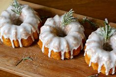 Lemon Rosemary Olive Oil Bundts - Would be great with Lodi Olive Oil Ascolano Extra Virgin Olive Oil! Lemon Olive Oil, Olive Oil Cake, Cake By The Pound, Cupcake Cakes, Bundt Cakes, Mini Cakes, Cupcakes, Flavored Olive Oil, Yummy Food