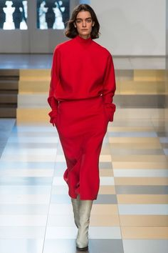 Jil Sander Fall 2017 Ready-to-Wear Fashion Show - Celine Delaugere Winter Trends, Fall Fashion Trends, Red Fashion, Fashion Week, Fashion 2017, Look Fashion, Winter Fashion, Fashion Show, Fashion Outfits