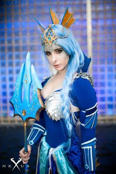 Cosplayer Blondiee made a gorgeous, royal-looking cosplay of the water Pokemon… Pokemon Cosplay, Anime Cosplay, Epic Cosplay, Cosplay Girls, Cosplay Diy, Awesome Cosplay, Pokemon Comics, Pokemon Go, Pokemon Gijinka
