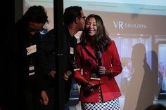 """A empresária Graziela Fuzzo, franqueada da VR Collezioni em Curitiba, viajou até São Paulo na última semana para a convenção da marca erecebeu, durante o evento, uma homenagem por ser a franquia mais antiga da VR, com 21 anos. """"Foi um misto de emoção e orgulho receber esta homenagem. Ela deve..."""