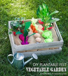 diy plantable felt vegetable garden tutorial part 2 :: adventures in making Love the cabbage and mushroom addition, also add onions! DIY: Plantable Felt Vegetable Garden tutorial (Part Tutorial: Plantable felt vegetable garden play set Rachel from Adventu Kids Crafts, Clay Crafts, Felt Fruit, Felt Play Food, Homemade Toys, Diy Toys, Diy For Kids, Kids Playing, Montessori