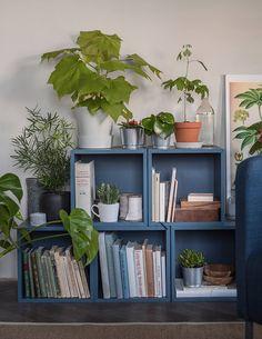 Geef jouw huurhuis een persoonlijke touch | IKEA IKEAnl IKEAnederland inspiratie wooninspiratie interieur wooninterieur kamer woonkamer huis blauw EKET kast opberger opbergen opbergmeubel decoratie accessoires accessoire