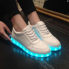 2016 LED lumineux chaussures hommes femmes mode casual shoes USB charge allument baskets pour adultes brillants colores loisirs