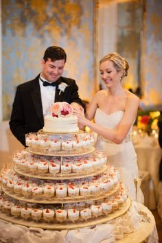 Cupcakes instead of wedding cake-- neat idea! Plus I love the layout this couple chose for it! #weddingcakes