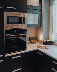 """Wnętrzności - wnętrza i życie na Instagramie: """"Dobry wieczór! Skoro wczoraj byliśmy przy tematyce jedzenia to może dzisiaj pora na kuchnie? Tak dawno jej tutaj nie było, że pewnie część…"""" Wall Oven, Kitchen Appliances, Home, Diy Kitchen Appliances, Home Appliances, Ad Home, Homes, Kitchen Gadgets, Haus"""