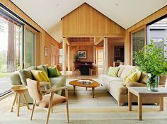 Love the windows on both side really opening up the space nicely! Lake Tahoe Residence by Turnbull Griffin Haesloop