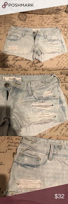 Gilly Hicks Light Denim Shorts w Detailed Pockets Light wash denim jean shorts with blue and white stripped detailing. Like new and only worn a few times. Size 6 waist 28. Please let me know if you have any questions so there is no confusion! Make me an offer😊 Gilly Hicks Shorts Jean Shorts