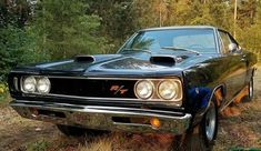 '68 Coronet R/T with a '69 Ramcharger hood modification. This was done to quite a few '68's.