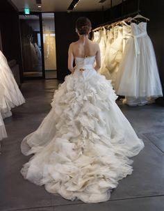 Wedding Dress for Love train - vera wang Beautiful Wedding Gowns, Dream Wedding Dresses, Bridal Dresses, Gown Wedding, Lace Wedding, Vera Wang Bridal, Vera Wang Wedding, Jessica Simpsons, Dresses Elegant