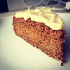 This carrot cake is so delicious that you always would want to eat it. For breakfast, snack, lunch, dessert . Good news, it's so healthy that you really can eat it any time of the day without guilt 😉 Baking Recipes, Cake Recipes, Dessert Recipes, Feel Good Food, Love Food, Healthy Sweets, Healthy Baking, Sweet Desserts, Sweet Recipes