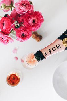 Pink champagne & ranunculus. Via Mija