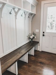 Do you love rustic farmhouse entryway? Entryway is a bridge or transition between outside the home and inside the house. It's no secret that you . Home Renovation, Home Remodeling, Kitchen Remodeling, Rustic Farmhouse Entryway, Modern Farmhouse, Vintage Farmhouse, Farmhouse Ideas, Flur Design, Foyer Decorating