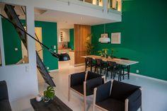 Rommet har fått åpnere flater og hvitt gulv.