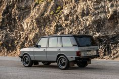 Dropping a liter Corvette into a Range Rover Classic may seem like sacrilege to some, but it actually makes a lot of sense. The original Rover Custom Range Rover, Range Rover Jeep, Range Rovers, Range Rover Classic, Range Rover Supercharged, Offroader, Jeep Cherokee Xj, Jaguar Land Rover, Toyota Fj Cruiser