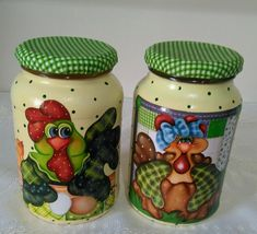 lindo😍😍😍 Glass Bottle Crafts, Wine Bottle Art, Mason Jar Crafts, Mason Jar Diy, Decoupage Jars, Country Critters, Pearl Crafts, Chicken Crafts, Diy And Crafts Sewing