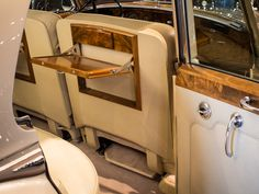 Used 1965 Rolls-Royce Silver Cloud III Stock # in North Miami, FL at Vantage Motorworks Inc., FL's premier pre-owned luxury car dealership. Come test drive a Rolls-Royce today! Rolls Royce Black, Rolls Royce Silver Cloud, Rolls Royce Cars, Vintage Rolls Royce, Luxury Car Dealership, Old Classic Cars, Car Interiors, Clouds, Dream Garage