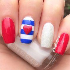Patriotic nails. (by @melcisme on IG)