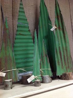 Easy Christmas Decoration That Are Within Your Budget yet looks Gorgeous - Hike n Dip - - Here are easy Christmas decoration ideas which are within your budget. These dollar store Christmas decor ideas are cheap DIY Frugual Decorations for Xmas. Metal Christmas Tree, Rustic Christmas, Simple Christmas, Christmas Art, Christmas Projects, Winter Christmas, Primitive Christmas Decorating, Father Christmas, Christmas Christmas