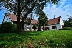 Köveskál - tervező: Mérmű Építész Stúdió Cottage Homes, Traditional House, Pergola, Country, House Styles, Modern, Plants, Houses, Home Decor