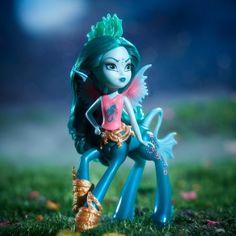 Monster High Fright-Mares Bay Tidechaser Dolls
