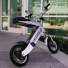 Sort of a scooter but not . the IKOO Transporter Velo Design, Bicycle Design, Design Art, Electric Bicycle, Electric Cars, Scooter Motorcycle, Motorized Bicycle, Motor Scooters, Mini Bike
