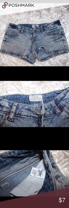 Aeropostale Faded / Acid-Wash Jean Shorts Like new! Fits more like a size 1. Size says 3/4. In perfect condition. Accepting offers. Aeropostale Shorts Jean Shorts
