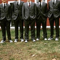 Suits & Converse. #groomsmen #handsomegroom #onhisweddingday #agroomsattire #groomspiration #ollistudio #nycweddingphotography #awardwinning #photojournalistic